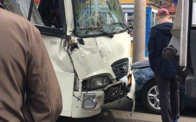 Три человека пострадали в ДТП с маршруткой в Барнауле