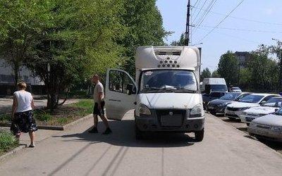 В Тольятти «Газель» сбила женщину с коляской на тротуаре