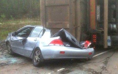 На «Скандинавии» грузовик раздавил легковушку