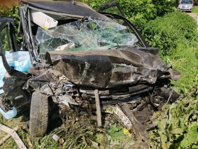 В Иванове машина врезалась в дом – погибли четверо (2)