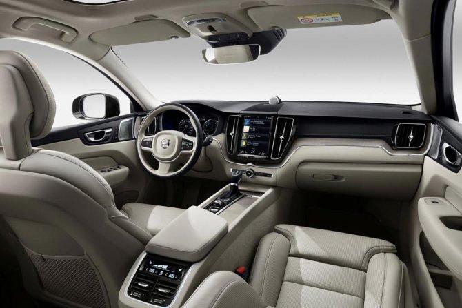 Volvo XC60 2019 салон