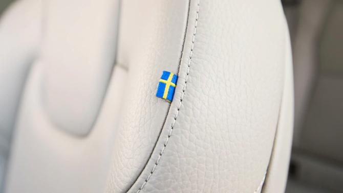Volvo XC60 2019 флаг Швеции