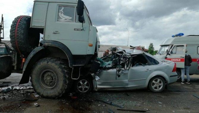 Два человека погибли в ДТП с КамАЗом под Томском (2)