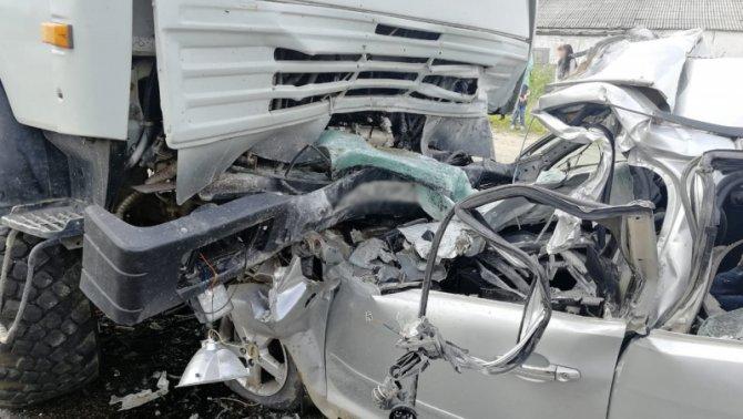 Два человека погибли в ДТП с КамАЗом под Томском (1)
