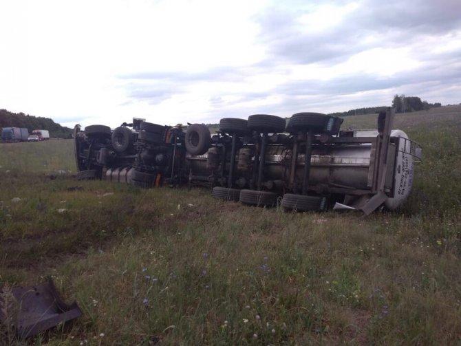 Два человека погибли в ДТП с автовозом в Пензенской области (3)