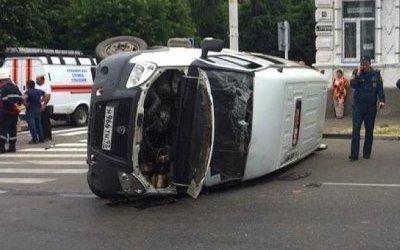Четыре человека пострадали при опрокидывании маршрутки в Армавире