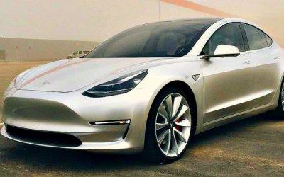 Tesla начала продажи упрощённой версии седана Model 3