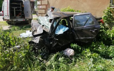 В Иванове машина врезалась в дом – погибли четверо