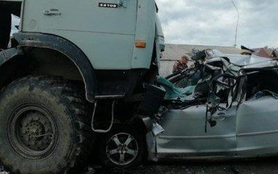 Два человека погибли в ДТП с КамАЗом под Томском