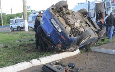 Четыре человека пострадали в опрокинувшейся машине в Башкирии