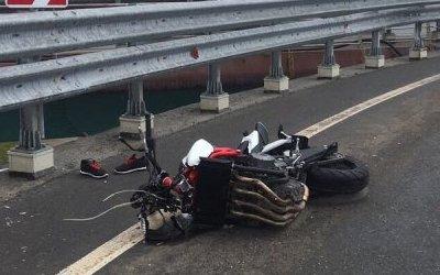 В Тюмени мотоциклист погиб, упав с путепровода