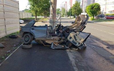 В Красноярске машина врезалась в столб – погибли два студента
