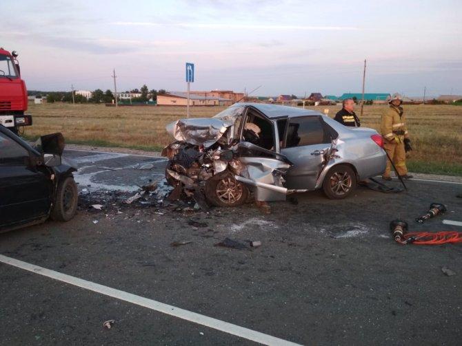 Два человека погибли в ДТП под Соль-Илецком (3)