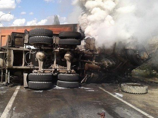 Водитель грузовика погиб в ДТП в Липецкой области