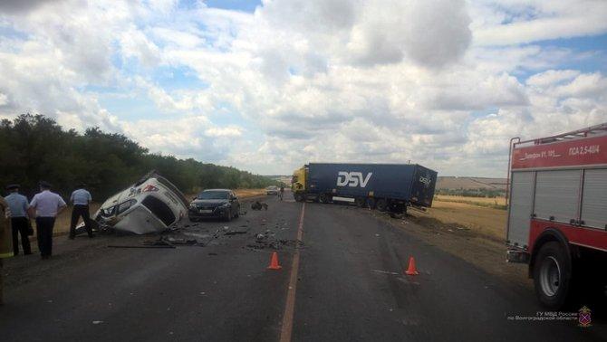 Водитель иномарки погиб в ДТП с грузовиком вод Волгоградом (2)