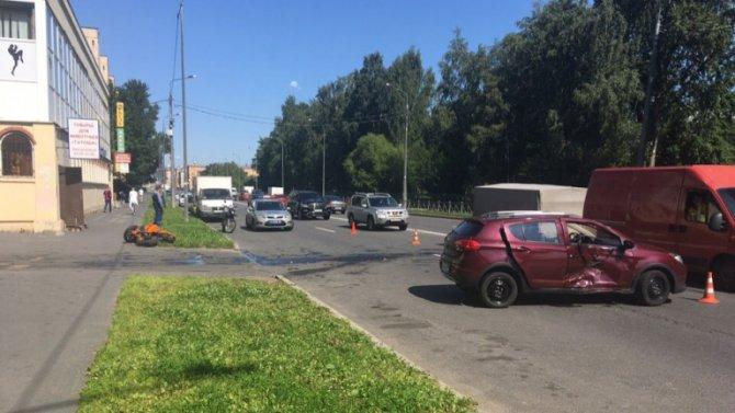 Мотоциклист пострадал в ДТП в Петербурге