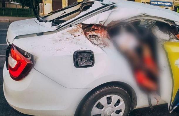 Два пассажира такси погибли в ДТП в Петербурге