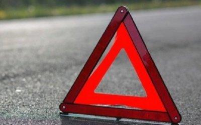 В Петербурге Mazda опрокинулась из-за открытого люка