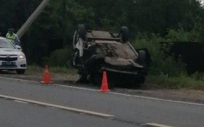 Водитель опрокинувшейся машины погиб в Колпинском районе Петербурга