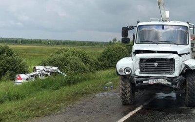 Четыре человека погибли в ДТП с грузовиком в Тюменской области