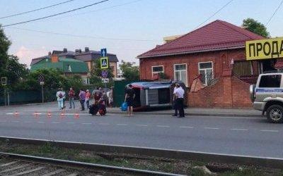 В Краснодаре иномарка насмерть сбила женщину на тротуаре