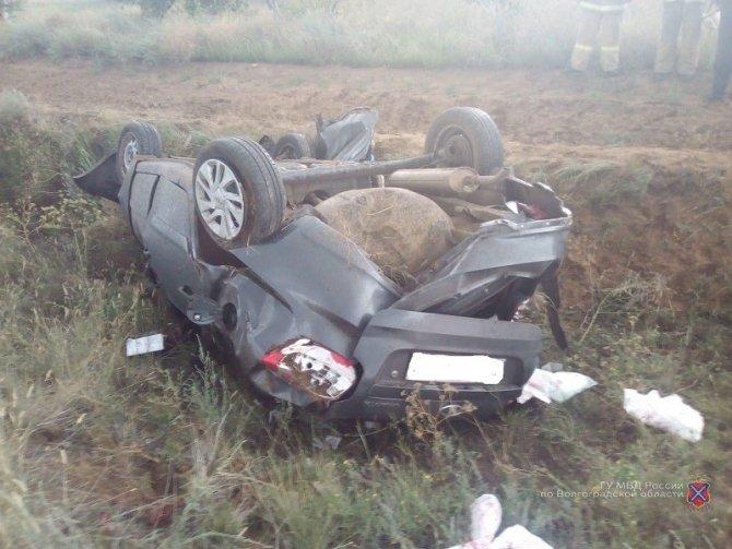 Водитель «Гранты» погиб в опрокинувшейся машине в Волгоградской области