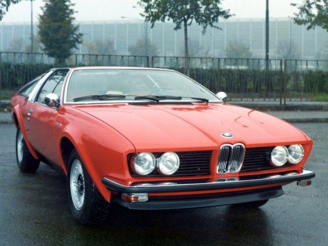 6  BMW 528i GT Coupé