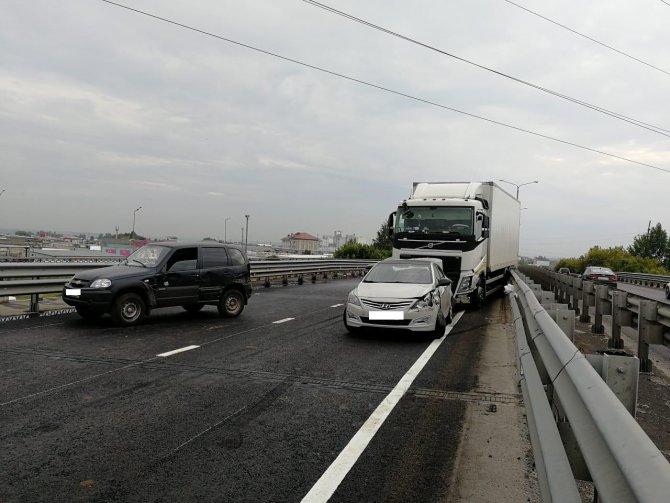 Водитель лесовоза погиб в массовом ДТП в Набережных Челнах (4)