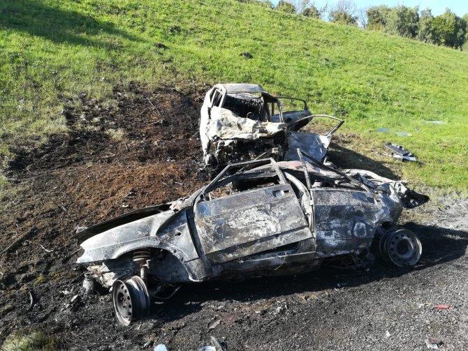 Под Тулой в ДТП сгорели три машины – погибли два человека (5)