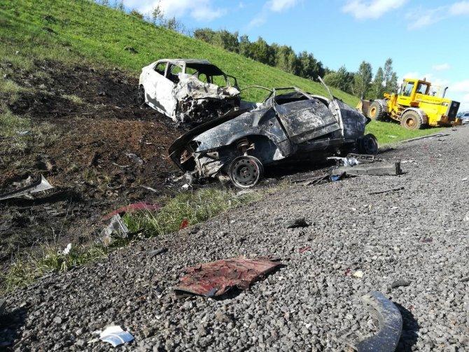Под Тулой в ДТП сгорели три машины – погибли два человека (3)