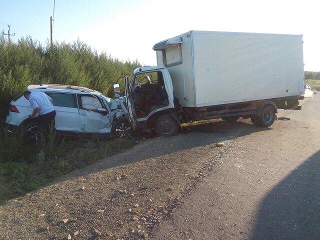 Три человека пострадали в лобовом ДТП в Челябинской области (2)