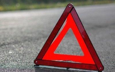 Мотоциклист чудом выжил после столкновения с грузовиком в Ленобласти