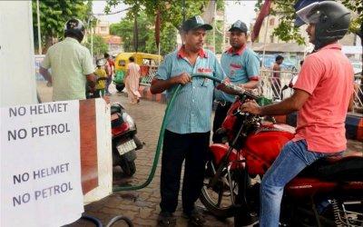 «Нет шлема— нет бензина»: как вИндии наказывают нарушителей ПДД