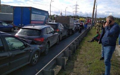 На мосту в Нижнем Новгороде столкнулись 8 машин
