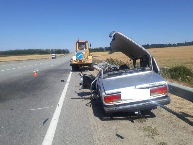 В ДТП с трактором под Ставрополем погиб водитель ВАЗа (2)