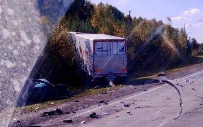 Четыре человека погибли в ДТП с грузовиком под Новосибирском