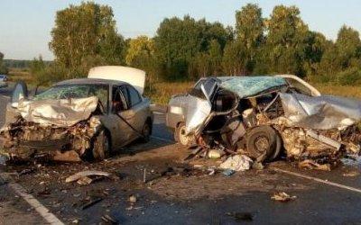 Мужчина и девочка погибли в ДТП в Тюменской области