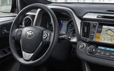 Toyota RAV4 в России немного подешевела
