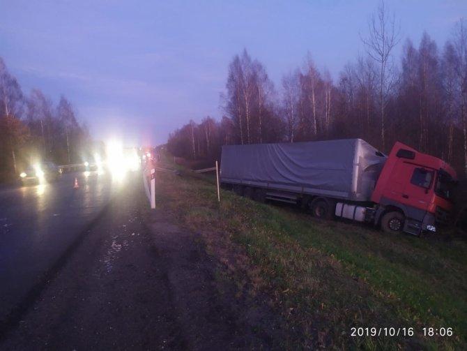 В ДТП с фурой в Тверской области погиб водитель ВАЗа (2)