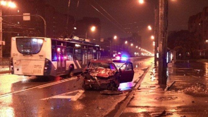 В ДТП на Ленинском проспекте погибла женщина