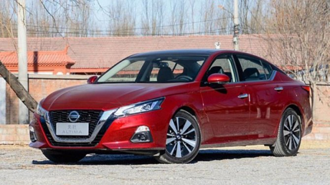 Впродажу поступил новый седан Nissan Teana