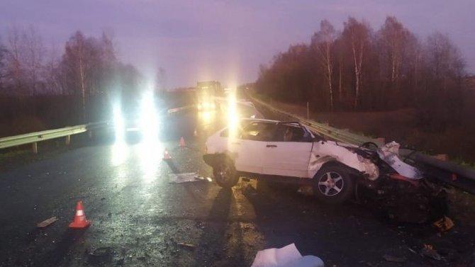 В ДТП с фурой в Тверской области погиб водитель ВАЗа