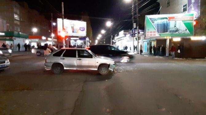 В ДТП в Саратове погибли два человека, которые просто стояли на тротуаре