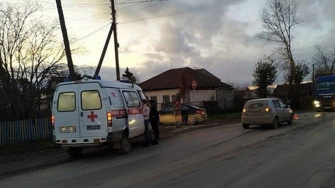 В ДТП под Екатеринбургом столкнулись два автомобиля, в одном были дети - их спасло только то, что они были пристегнуты