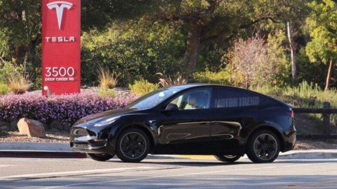 Винтернете появились фотографии нового кроссовера Tesla