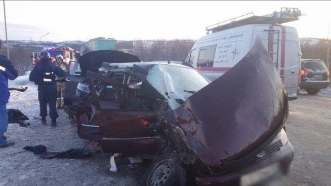 Под Североморском авария с пассажирским автобусом: пассажирка вылетела в окно, но выжила, в легковом автомобиле - двое погибших