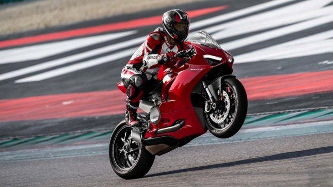 Фирма Ducati представила новый спортбайк