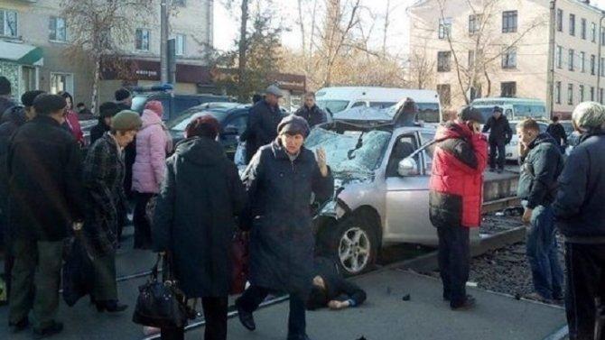 В Улан-Удэ машина врезалась в остановку – погибли люди