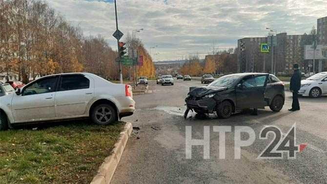В Нижнекамске 53-летний водитель устроил ДТП, пролетев перекресток на