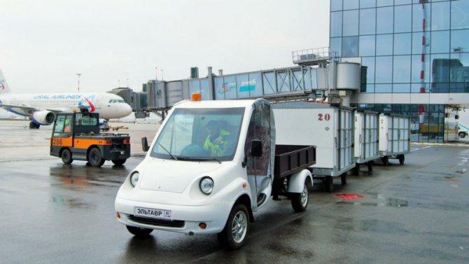 Ваэропорту Симферополя испытали грузовой электромобиль